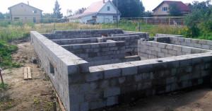Строительство цоколя дома из блоков